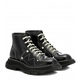 Alexander McQueen Tread patent-leather ankle boots P00410365 mxvsmQaW